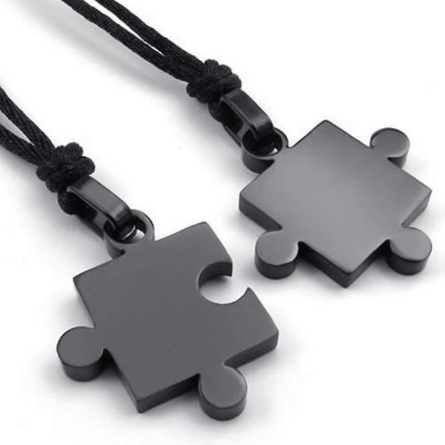 2 Pcs Puzzle Style Couple Pendants